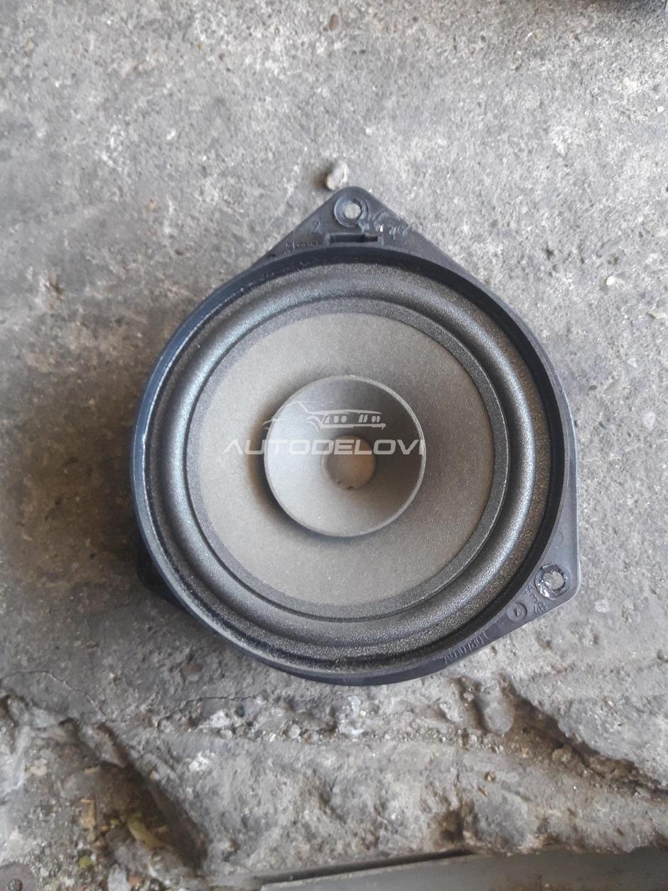 Fiat Bravo dvojka zadnji zvucnik u odlicnom stanju