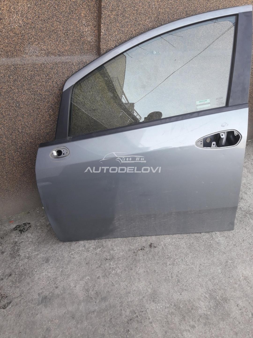 Fiat Grande Punto prednja leva vrata siva 595
