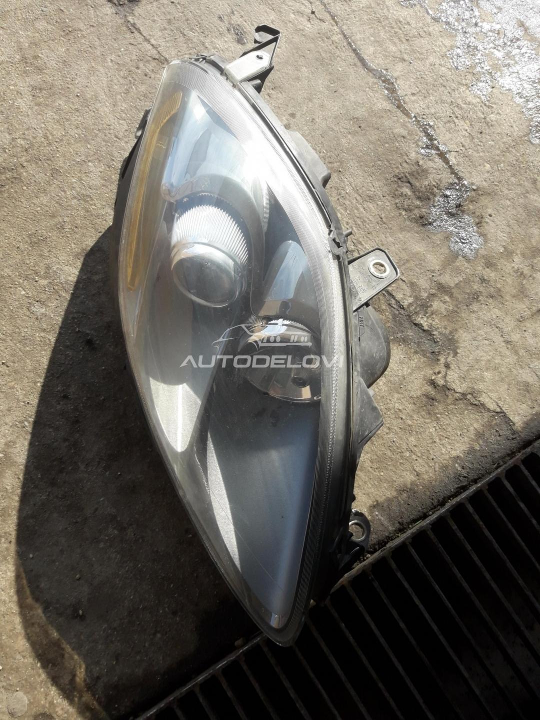 Fiat Croma ristajling desni far iz originala
