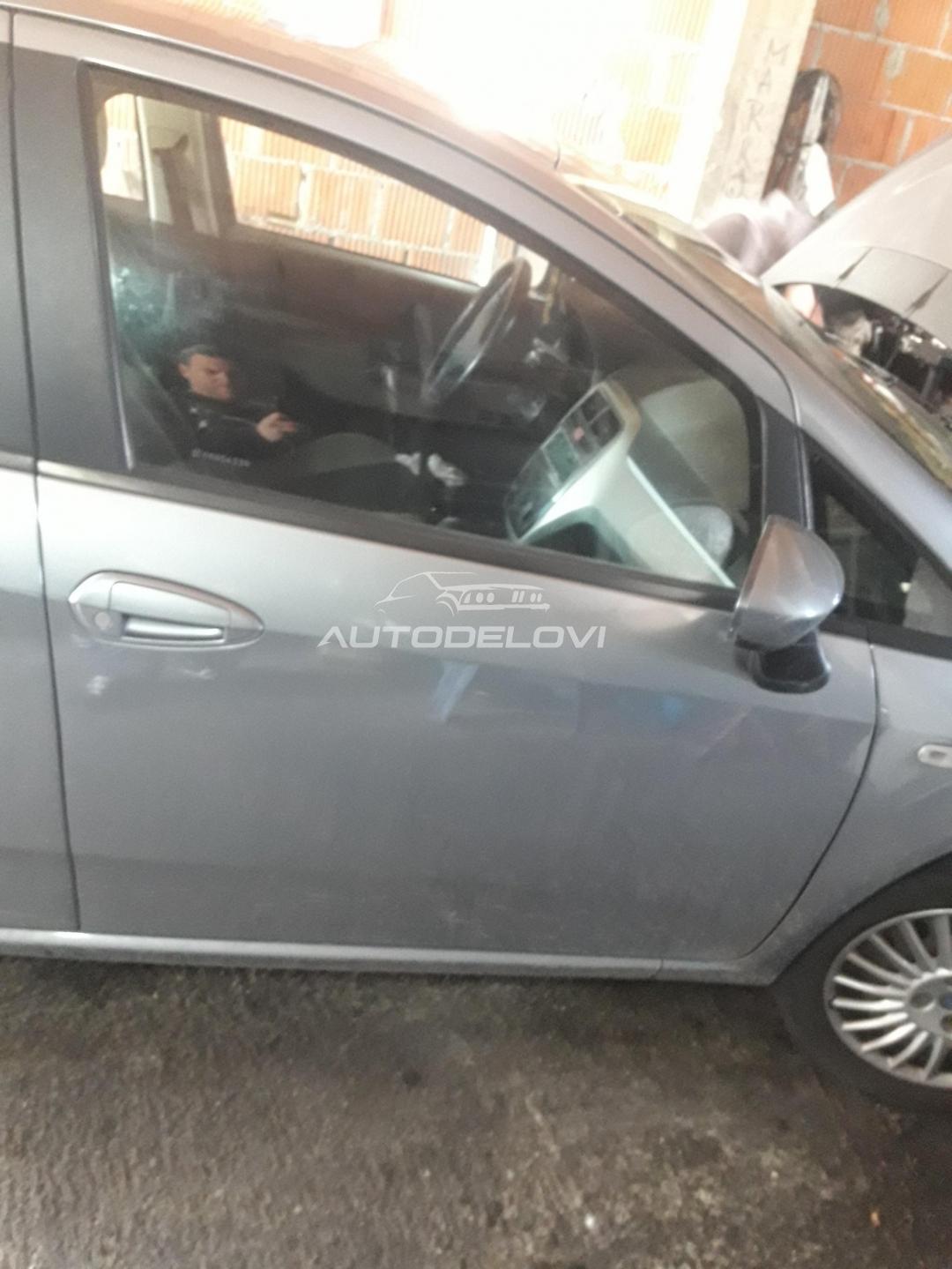 Fiat Grande Punto pr. desna vrata siva