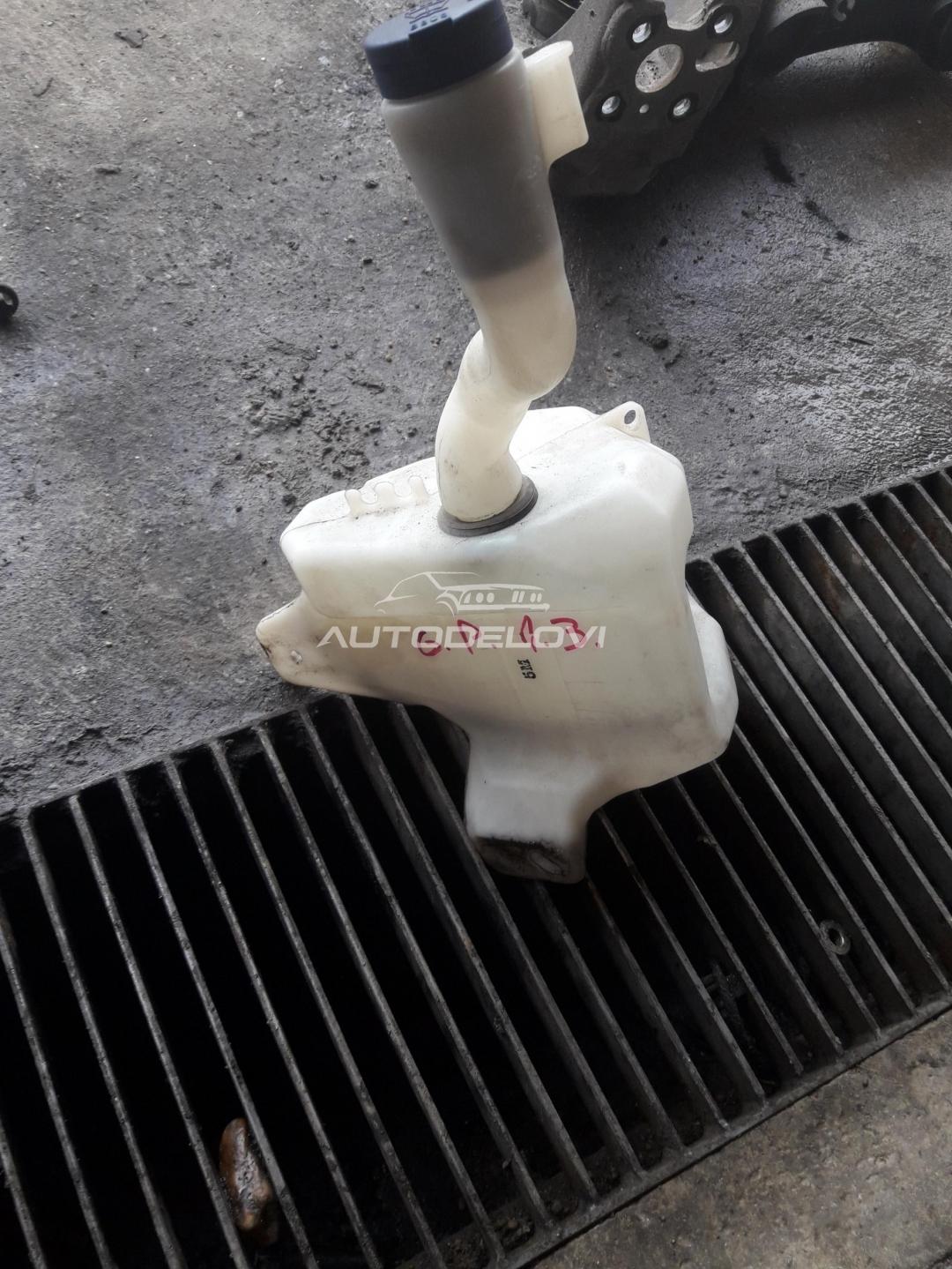 Fiat Grande Punto 1.3 posuda za vodu