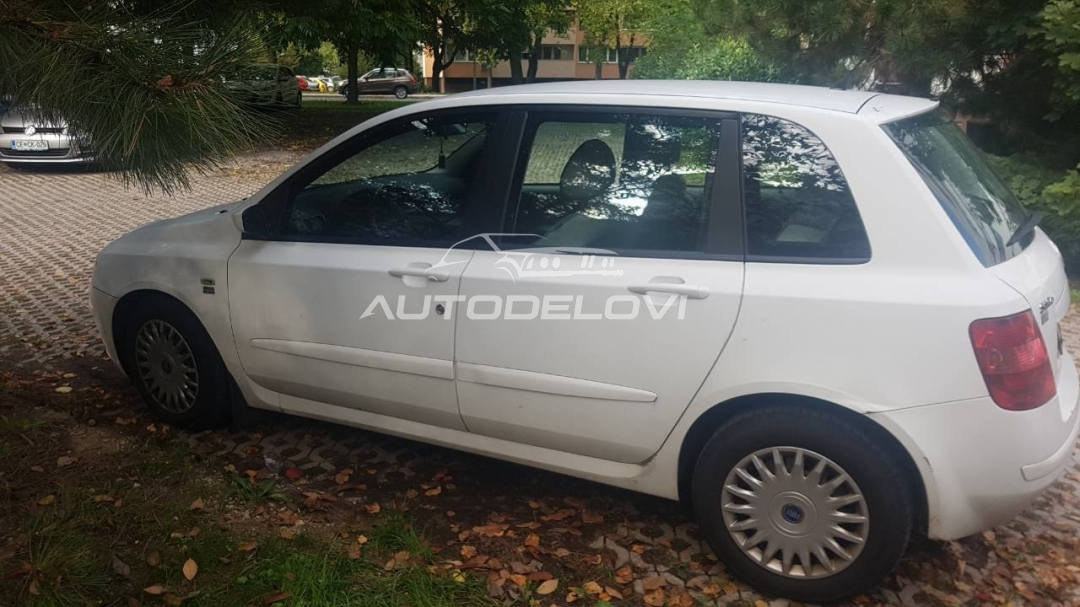 Fiat Stilo 5 vrata prednja leva vrata u beloj boji