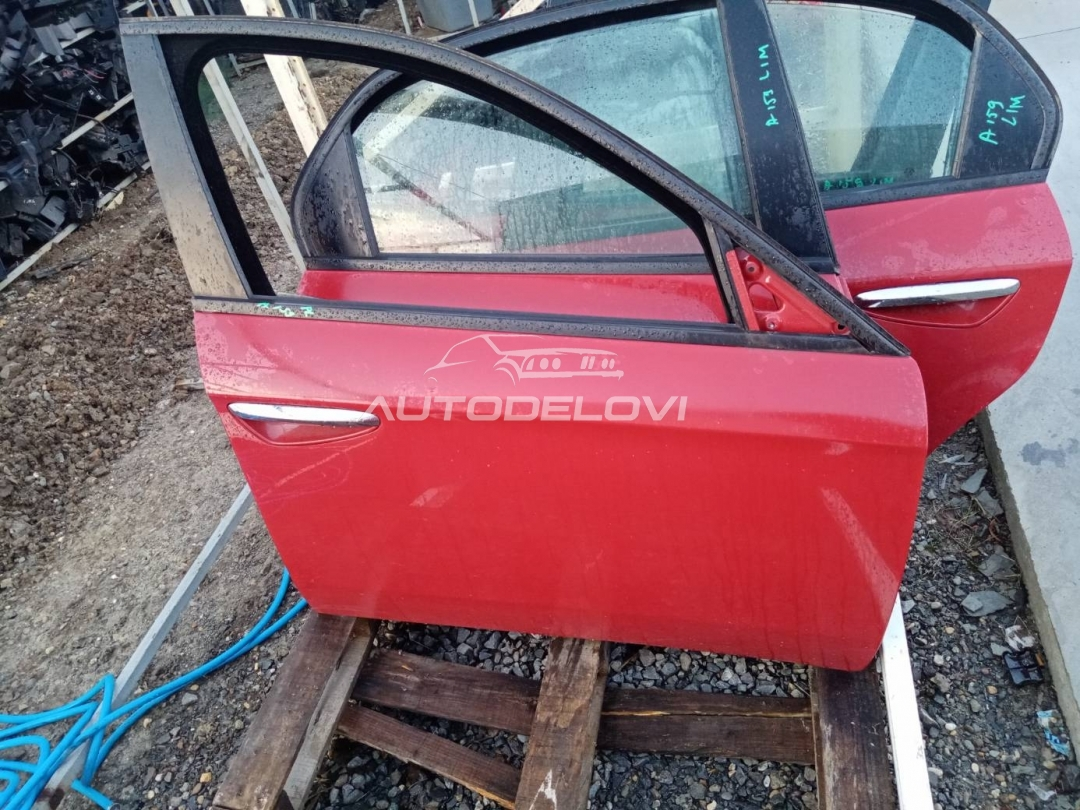 Prednja desna vrata crvena Alfa 159