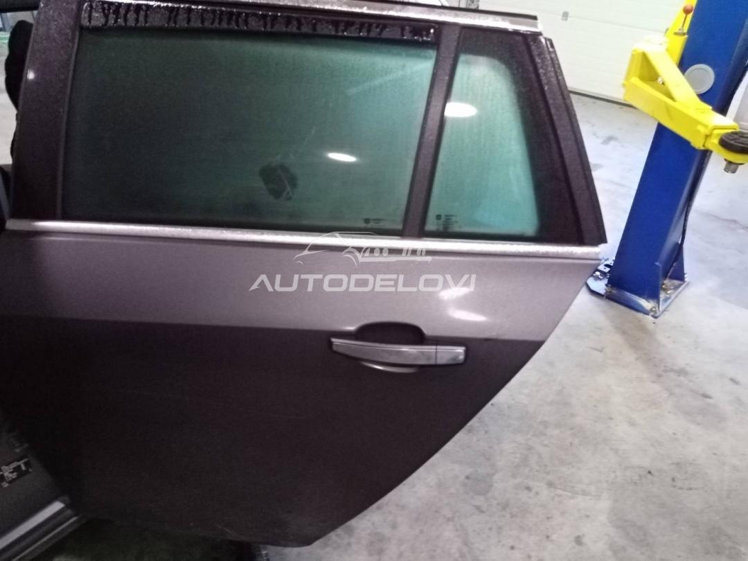 Opel Insignia zadnja leva vrata tamno siva za karavana
