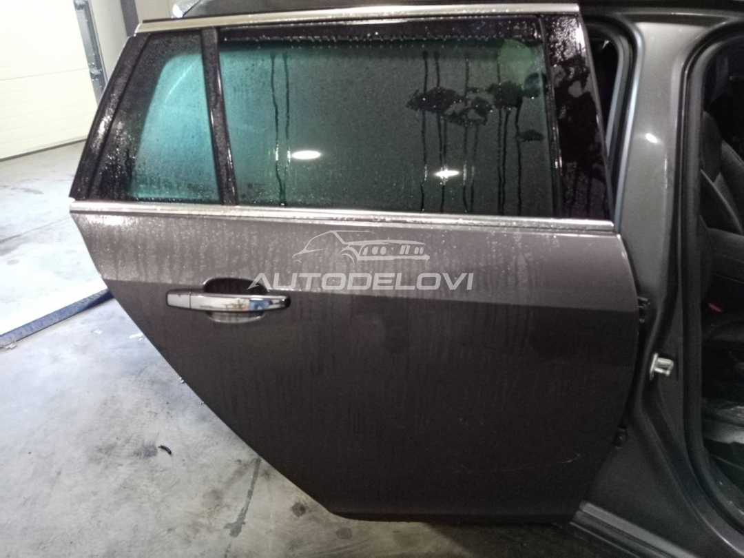 Opel Insignia zadnja desna vrata tamno siva za karavana